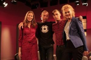 Bettinan vieraana Satu Tuomisto, Stefan Lindfors ja Suomen Euroviisuedustaja Softengine. Kuva: YLE/Marina Helenelund